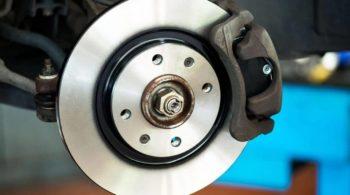Revise o sistema de freios a cada 10 mil quilômetros!