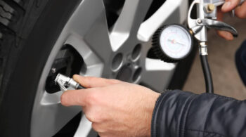 Saiba como descobrir qual é a calibragem correta para o seu carro.
